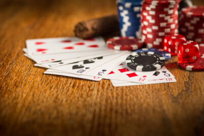 finding a good poker table